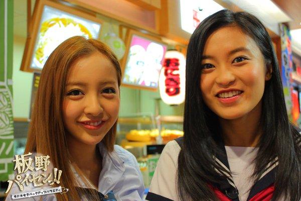 在2014年播放的TBS綜藝節目『板野前輩!』。對板野友美來說也是首個主持的綜藝節目。