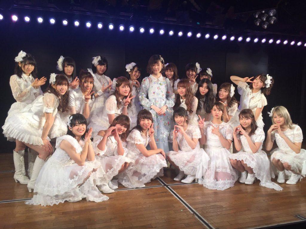 12月26日に、東京・秋葉原のAKB48劇場で卒業公演を行った島崎遥香とぱるる選抜のメンバーたち