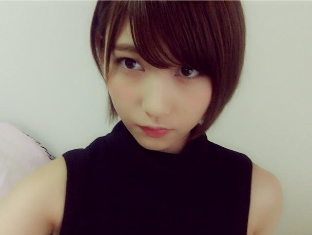 穿着黑色衣服的志田爱佳1