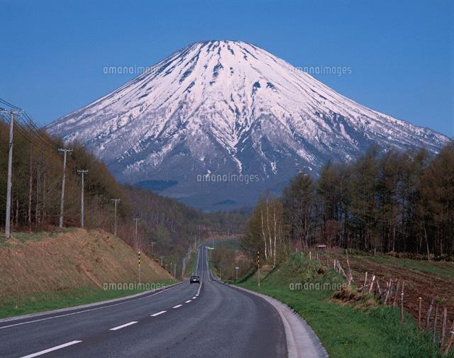 羊蹄山と道 喜茂別町 北海道[01263002669]  写真素材・ストック ...
