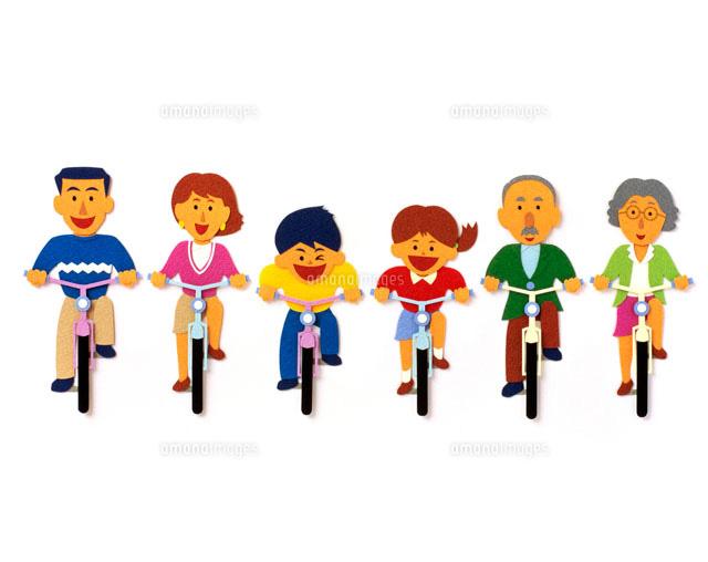 自転車でサイクリングする6人 ...