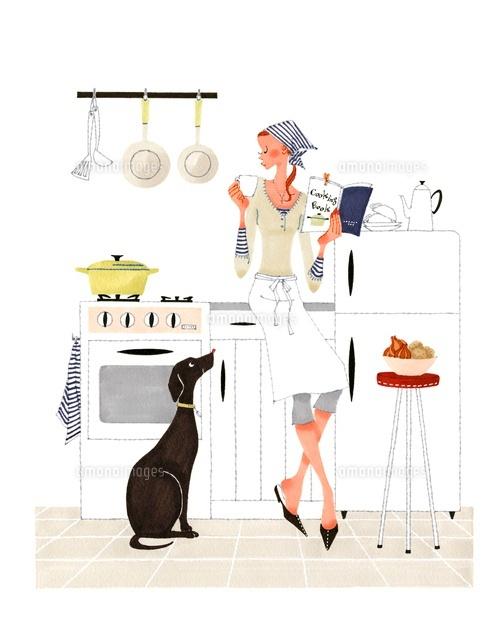 犬と台所でレシピの本を読んでいる女性 (c)Asterisk