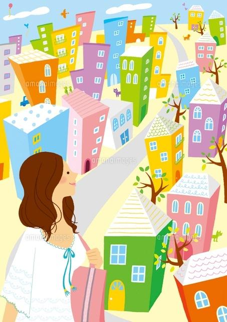 カラフルな街と穏やかな女性 (c)Asterisk