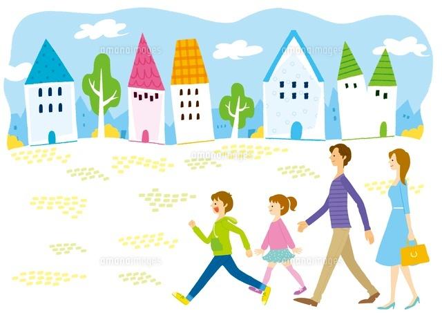 街の中を歩いている家族 (c)Asterisk