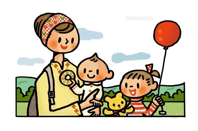 ピクニックを楽しむ母親と子供たち (c)Mineko Ueda