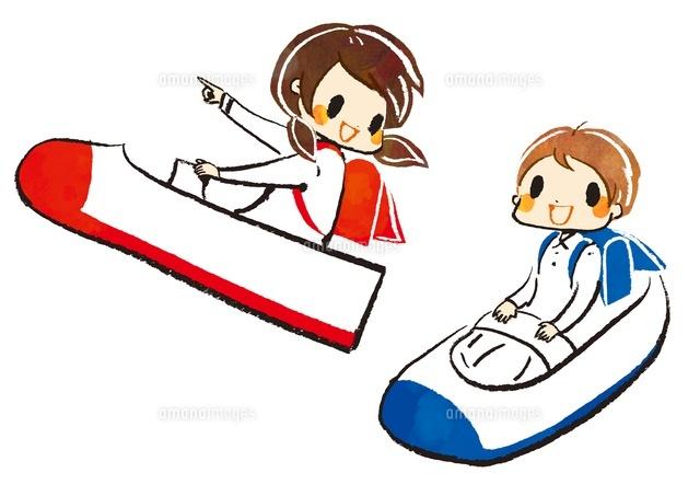上靴ロケットに乗る女の子と男の子 (c)Asako Hashi