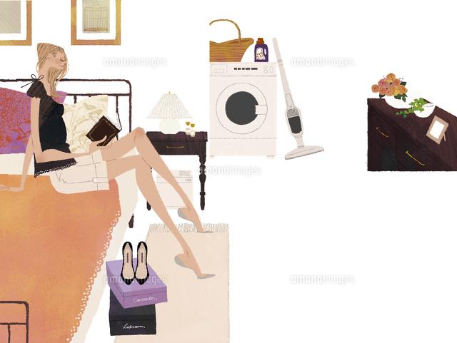 ベッドルームのベッドに座り本を読む女性 (c)Yuko Yoshioka