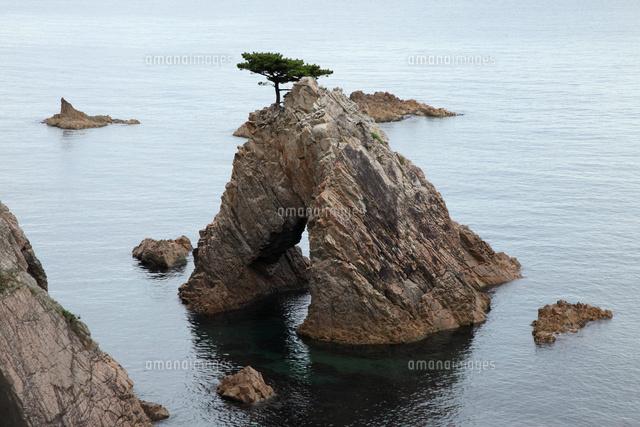 千貫松島 -花崗岩に形成された天然橋-(c)FUMIO YOSHIDA/SEBUN PHOTO