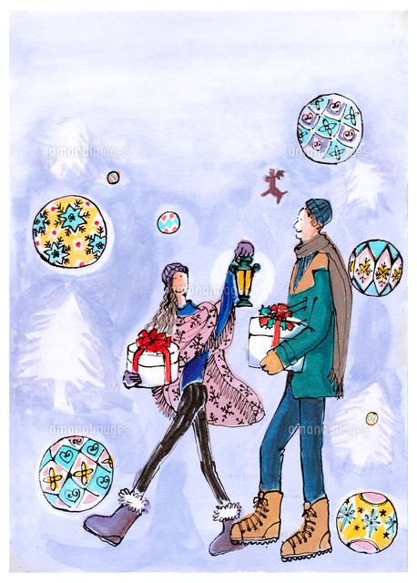 クリスマスの贈り物を持って歩く男女 (c)TOBII & RUTSU
