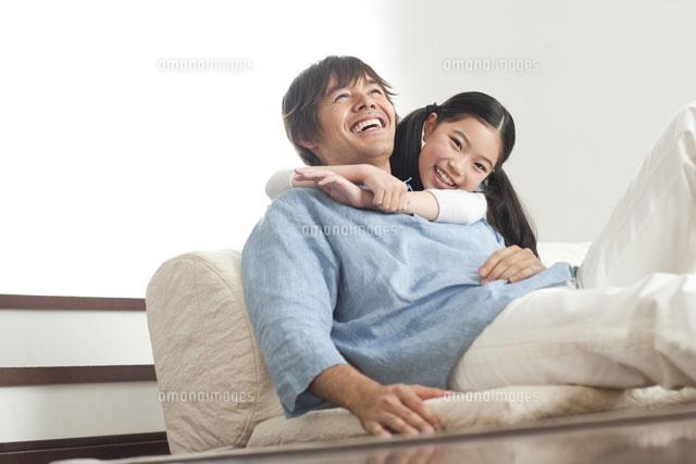 笑顔の父娘[07000000348]| 写真...
