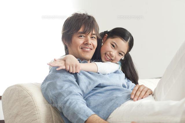 笑顔の父娘[07000000349]| 写真...