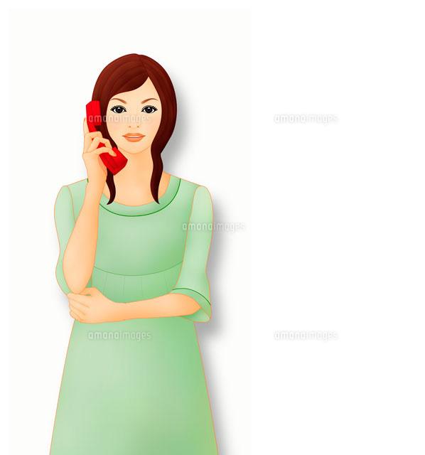 電話をかけながら笑う女性 イメージ (c)Lmuotoilu/ailead