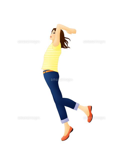 ジャンプする女性 (c)Lmuotoilu/ailead