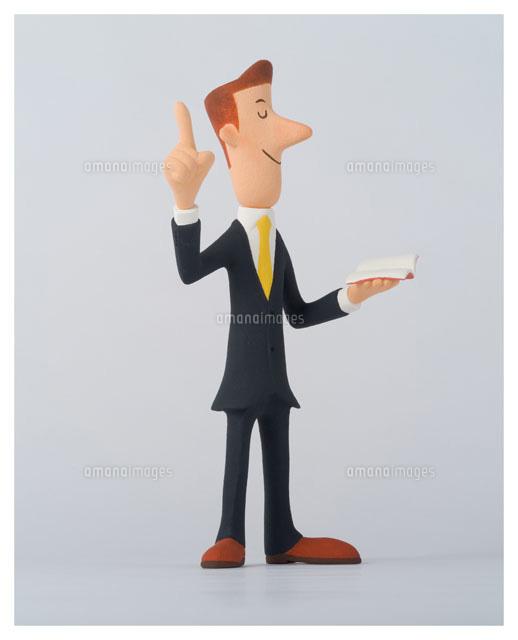 指を差し出すスーツ姿の男性 (c)松枝文孝/WAHA