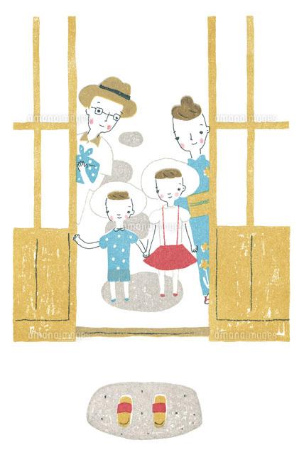 玄関先の家族 (c)入江めぐみ/WAHA