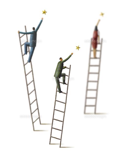 梯子の上で星をキャッチするビジネスマン (c)山本正明/WAHA