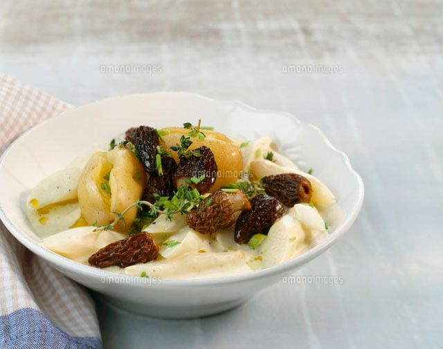 Asparagus ragout with potatoe and morel[22199021319]| 写真素材 ...