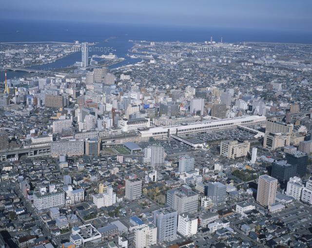新潟駅南口と新潟市街 後方朱鷺メッセ (c)MANABU WATANABE/SEBUN PHOTO