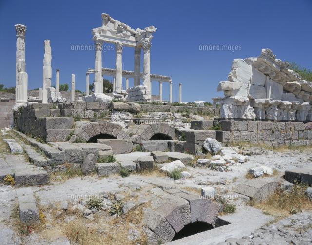 ペルガモン遺跡トラヤヌス神殿[25283007245]| 写真素材・ストックフォト・画像・イラスト素材|アマナイメージズ