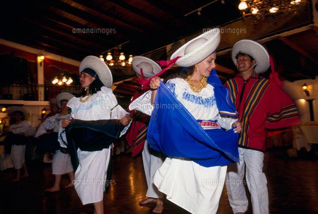 エクアドルの民族ダンス (c)TAKAJI OCHI/SEBUN PHOTO