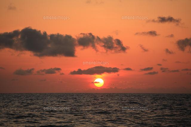 海に沈む夕日 (c)TAKAJI OCHI/SEBUN PHOTO