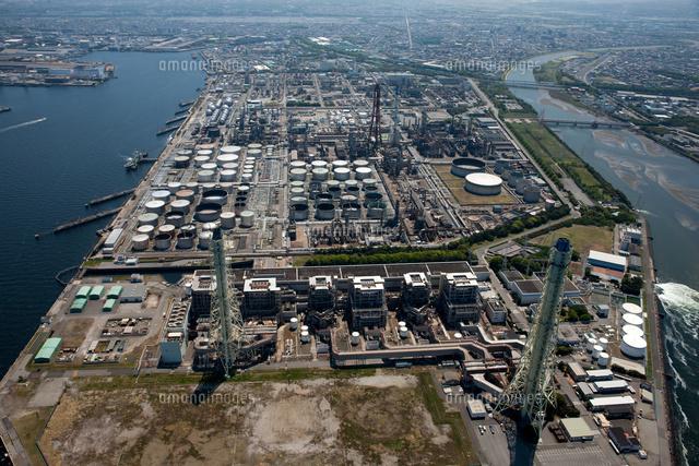 五井火力発電所と五井の石油タンク群(京葉工業地帯)