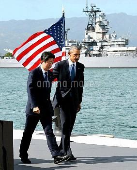 【要事前申請】演説を終え、引きあげる安倍首相とオバマ米大統領 真珠湾訪問
