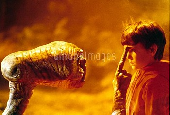 HENRY THOMAS & ALIEN Character(s): Elliott & Film 'E.T. THE EXTRA-TERRESTRIAL' (1982) Directed By ST
