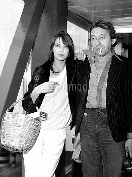 XRE2198416 Jane Birkin; (add.info.: Jane Birkin and Serge Gainsbourg arriving in London for preview