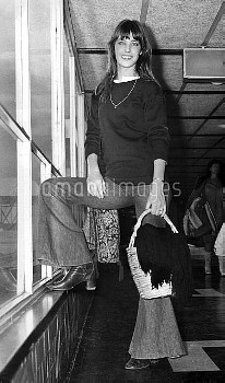 XRE2307756 Jane Birkin; (add.info.: Jane Birkin january 01, 1971 at Heathrow airport in London); PER