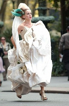 Sarah Jessica Parker (wearing a Vivienne Westwood gown) on location for SEX AND THE CITY: THE MOVIE,