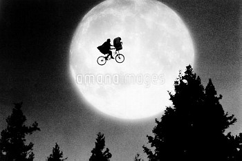 E.T., (aka E.T.: THE EXTRA-TERRESTRIAL), 1982, ©Universal Pictures/ Courtesy: Everett Collection