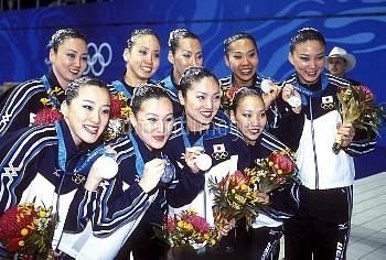 オリンピック  第27回シドニー大会(オーストラリア 2000年) 水泳 シンクロナイズドスイミング チーム 表彰式 銀メダル 日本代表チーム インターナショナルアクアティックセンター /シドニー/オ