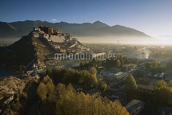 Potala Palace, World Heritage Site, exiled Dalai Lama's winter palace, autumn light at dawn, Lhasa,