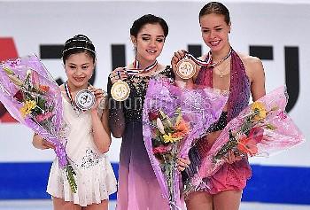 [フィギュアスケート] グランプリファイナル2016 マルセイユ 表彰式 エフゲニア・メドベージェワ Evgenia Medvedeva 宮原知子 Satoko Miyahara アンナ・ポゴリラヤ