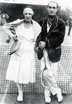 (L-R) France's Suzanne Lenglen and Max Decugis, gold medallists in the mixed doubles