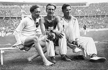 (L-R) The medallists: Germany's Alfred Dompert (bronze), Finland's Volmari Iso-Hollo (gold) and Finl
