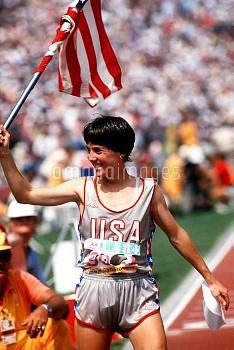 USA's Joan Benoit celebrates her Gold medal success