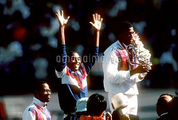 USA's gold medallist Roger Kingdom (r) applauds Great Britain's Colin Jackson (c) as the Welshman st