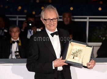 Director Ken Loach poses with The Palme d'Or for the movie I,Daniel Blake at the Palme D'Or Winner P