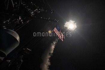 米、シリアに巡航ミサイル「トマホーク」を発射 April 7, 2017 - Mediterranean Sea: The guided-missile destroyer USS Porter (D