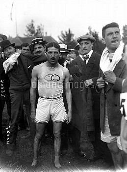 French team in Rheims for the Olympic Games of 1912. Jean Bouin ( 1888-1914 ), French, second runner