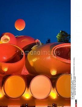 Illustration du Palais Bulle de Pierre Cardin d'apres l'architecture de Antti Lovag.  Theoule sur Me