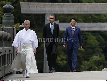 U.S. President Barack Obama (2nd R) and Japanese Prime Minister Shinzo Abe (R) walk on Ujibashi brid
