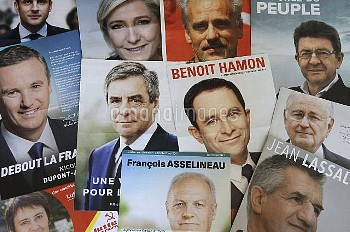 仏大統領選:4月23日(日)に第1回目投票 Profession of faith, leaflets of candidates for presidential election with Jea