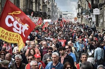 フランス各地で労働法改正反対の大規模デモ
