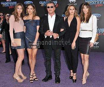 """スタローン家の美人3姉妹、パパとともに『ガーディアンズ・オブ・ギャラクシー:リミックス』LAプレミアに登場 CA: Marvel Studios' """"Guardians Of The Galaxy V"""