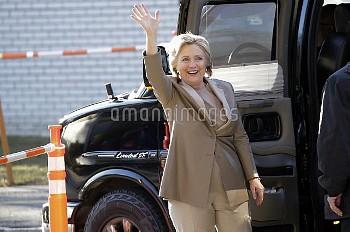 [2016米大統領選] 投票所に向かうヒラリー・クリントン氏