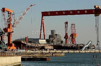 建造中の中国初の国産空母=中国遼寧省大連−追加撮影 China's second aircraft carrier takes shape in Dalian