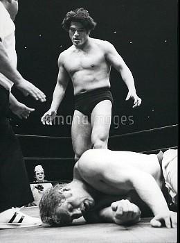 Wrestling ------  Fake / Professional / Sumo